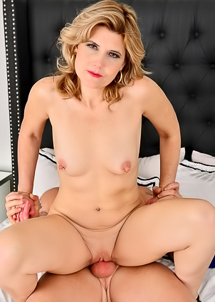 Horny MILF Alby Daor wakes her man with some pussy
